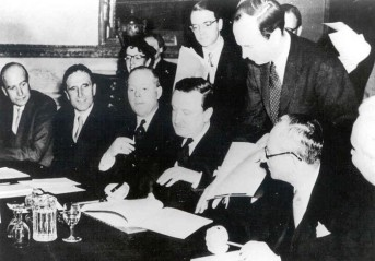 Signing the London Agreement on 27 Feb 1953 (Pic via: http://www.tlaxcala-int.org/article.asp?reference=8440)